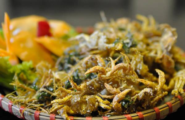 Cua đồng rang lá lốt, một món ăn dân dã và phổ biến tại Ninh Bình. Ảnh: vuonchimthungnham.net